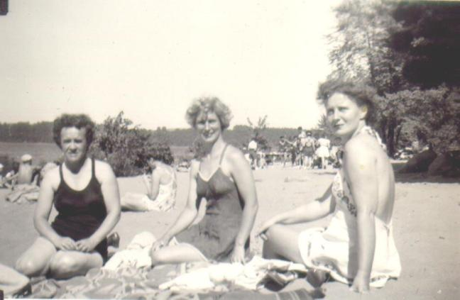 twt-sandy-beach-bathing-beauties
